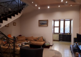 Hanrapetutyan, Yerevan, 4 Bedrooms Bedrooms, ,3 BathroomsBathrooms,Apartment,For Sale,4,1005